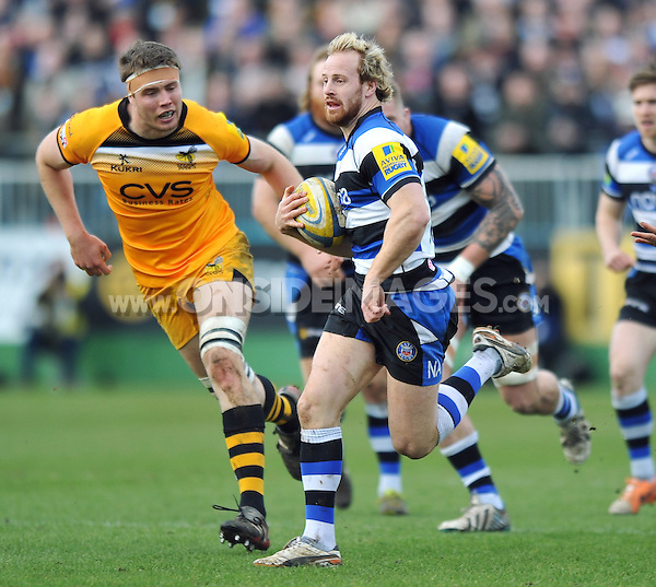 Nick Abendanon goes on the attack. Aviva Premiership match, between Bath Rugby and London Wasps on February 22, 2014 at the Recreation Ground in Bath, England. Photo by: Patrick Khachfe / Onside Images