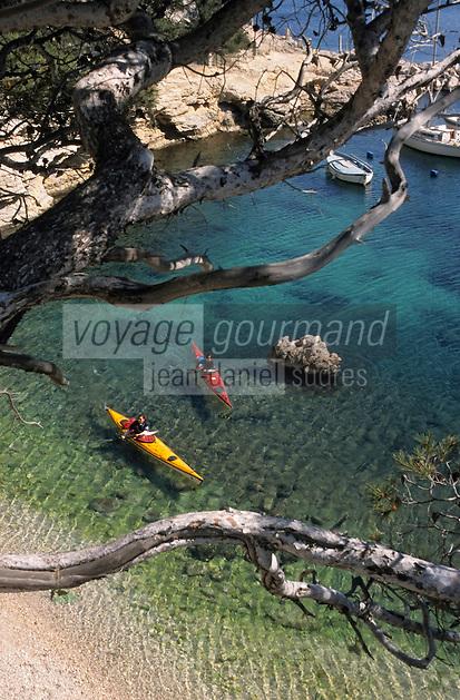 Europe/France/Provence-ALpes-Côte d'Azur/13/Bouches-du-Rhône/Marseille: En kayak de mer dans la calanque de Morgiou [AUTO N°331]