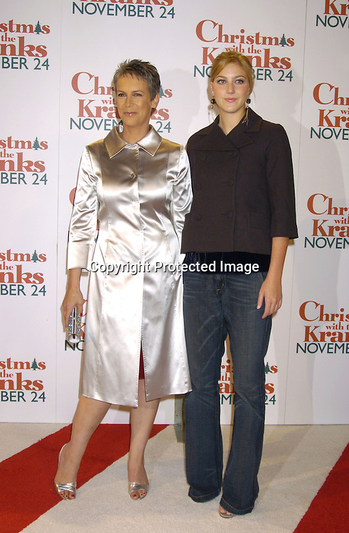 jamie lee curtis and daughter annie guest at the world premiere of christmas how jamie lee curtis christmas with the kranks