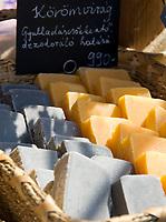 HUN, Ungarn, Budapest, handgemachte Seifen mit Kraeutern und Honig werden auf dem Stadtfest zum Verkauf angeboten | HUN, Hungary, Budapest, handmade soap with herbes and honey for sale at fair