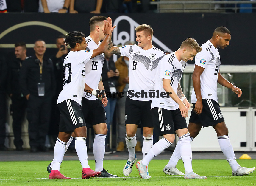 celebrate the goal, Torjubel zum 1:0 von Serge Gnabry (Deutschland Germany) mit Marco Reus (Deutschland, Germany) und Niklas Süle (Deutschland Germany) - 06.09.2019: Deutschland vs. Niederlande, Volksparkstadion Hamburg, EM-Qualifikation DISCLAIMER: DFB regulations prohibit any use of photographs as image sequences and/or quasi-video.