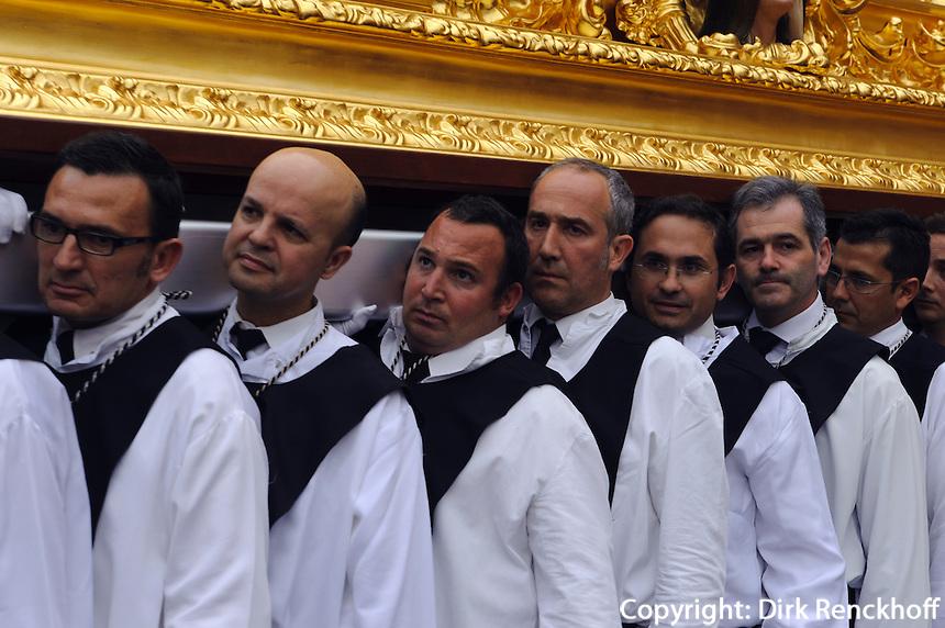 Prozession des Cristo de la Buena Muerte (Cristo de Mena)  bei der Semana Santa (Karwoche) in Malaga, Andalusien, Spanien