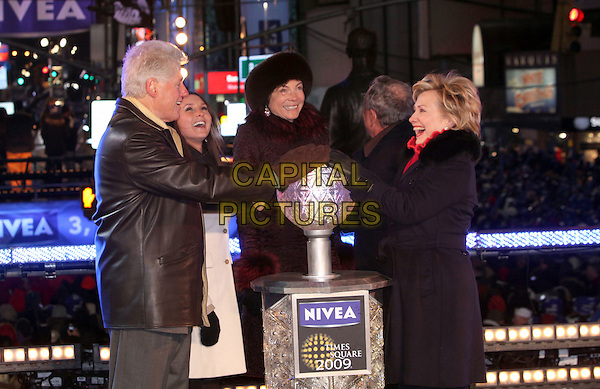 BILL CLINTON, MAYOR MICHAEL BLOOMBERG & SENATOR HILLARY CLINTON.The Former president and guests lowered the ball at Times Square during the New Year's Eve Celebration to ring in 2009, New York, NY, USA, 31 December 2008..New year's years Eve half length cold gloves black leather jacket coat red fur collar husband wife hands on ball.CAP/ADM/PZ.©Paul Zimmerman/Admedia/Capital Pictures
