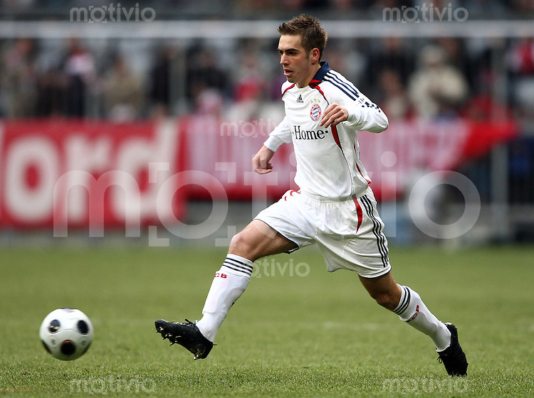 FUSSBALL   INTERNATIONAL      TESTSPIEL                SAISON 2007/2008            FC Bayern Muenchen - Olympiaauswahl China                   12.01.2008 Philipp LAHM (Muenchen), Einzelaktion am Ball.