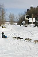 Louis Nelson Arrives at Anvik Chkpt 2005 Iditarod