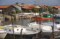 Europe/France/Aquitaine/33/Gironde/Bassin d'Arcachon/La Teste de Buch: Port de La Teste - Port ostréicole - Pinasse bateau traditionnel du bassin, chaland et cabanons d'ostréiculteurs
