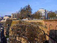 Blick von Bock-Kasematten auf Michaelskirche, Luxemburg-City, Luxemburg, Europa, UNESCO-Weltkulturerbe<br /> St. Michael, Luxembourg City, Europe, UNESCO Heritage Site
