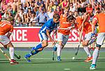 UTRECHT - Bjorn Kellerman (Kampong) met Arthur van Doren (Bldaal)  tijdens de hoofdklasse competitiewedstrijd mannen, Kampong-Bloemendaal (2-2) .   COPYRIGHT KOEN SUYK
