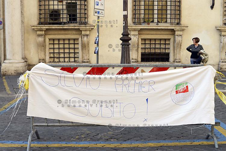 Roma, 17 Novembre 2012.Piazza Santi Apostoli.Un flop la manifestazioine organizzata dal popolo di centro destra del web,, in solidarietà a Silvio Berlusconi..Piazza vuota e pochissimi i partecipanti.
