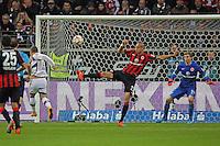 Xherdan Shaquiri (Bayern) gegen Bamba Anderson und Felix Wiedwald (Eintracht) - Eintracht Frankfurt vs. FC Bayern München, Commerzbank Arena