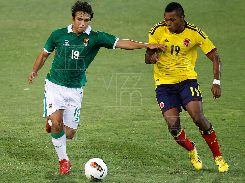 MENDOZA -ARGENTINA- 15-01-2013: Miguel Borja, (Der.) delantero de Colombia, disputa el balón con Bohorquez (Izq.) de Bolivia, durante partido entre los seleccionados de Colombia y Bolivia en el estadio Las Malvinas de Mendoza Argentina,  enero  15 de 2013. Colombia venció seis goles a cero a Bolivia en partido por el Suramericano Sub 20 del grupo A, clasificatorio al mundial en Turquia. Miguel Borja (R) forward from Colombia, fights for the ball with con Bohorquez (L) from Bolivia, during the match between Colombia and Bolivia in the stadium The Falklands in Mendoza, Argentina, on 15 January 2013. Colombia beat six goals to cero to Bolivia in South American game for the Under 20 group A, qualifying to Turkey world cup.  (Photo: Photosport/Photogamma / VizzorImage).
