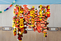 Nederland Almere 2016 05 08.  Sikhs vieren Vaisakhi in de tempel : de Gurudwara Sikh Sangat Sahib aan de Brongouw. Bloemenslingers in de tempel. Foto Berlinda van Dam / Hollandse Hoogte