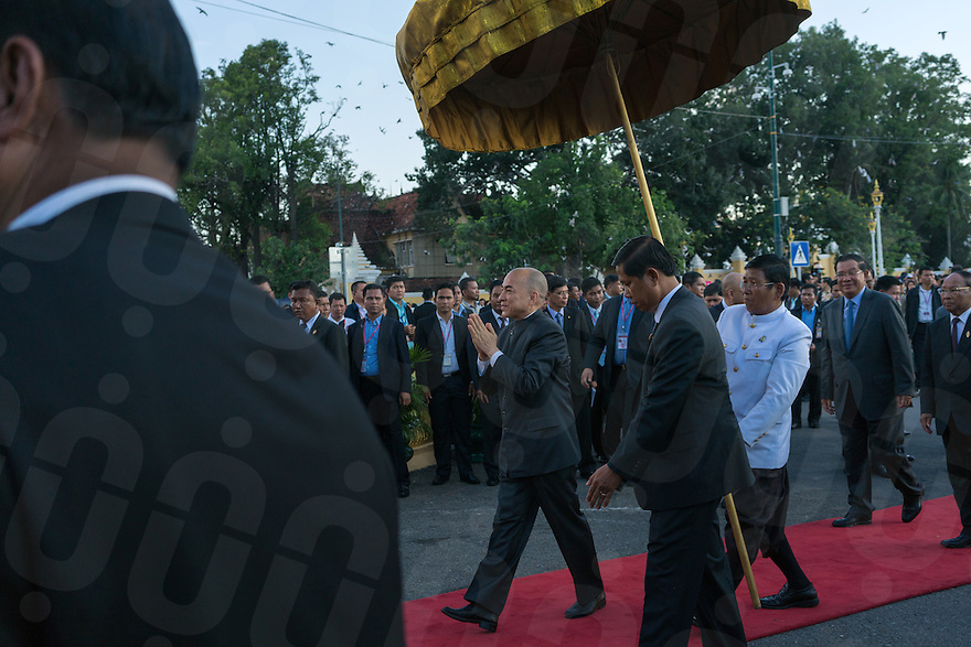 November 13, 2016 - Phnom Penh (Cambodia). Cambodian King Norodom Sihamoni arrives at the opening ceremony of the festival, followed by Prime Minister Hun Sen. © Thomas Cristofoletti / Ruom