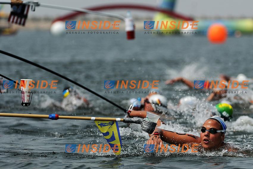 Rifornimento per Martina GRIMALDI.Women's 25Km Open Water .Shanghai 232/7/2011 .14th FINA World Championships.Foto Andrea Staccioli Insidefoto