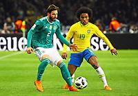 Marvin Plattenhardt (Deutschland Germany) gegen Willian (Brasilien Brasilia) - 27.03.2018: Deutschland vs. Brasilien, Olympiastadion Berlin