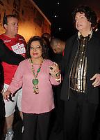 SAO PAULO, SP, 18 DE FEVEREIRO 2012 - CAMAROTE BAR BRAHMA - Os cantores Cauby Peixoto e Angela Maria, vistos no Camarote Bar Brahma, no primeiro dia de desfiles do Grupo Especial do Carnaval de Sao Paulo, na noite deste sabado 18, no Sambodromo do Anhembi regiao norte da capital paulista. (FOTO: MILENE CARDOSO - BRAZIL PHOTO PRESS).