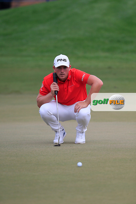 Matt Wallace (ENG) on the 15th green during the 3rd round of the DP World Tour Championship, Jumeirah Golf Estates, Dubai, United Arab Emirates. 17/11/2018<br /> Picture: Golffile | Fran Caffrey<br /> <br /> <br /> All photo usage must carry mandatory copyright credit (&copy; Golffile | Fran Caffrey)