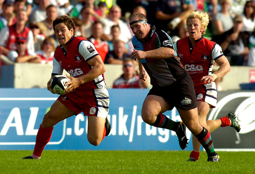 Photo: Alan Crowhurst..NEC Harlequins v Gloucester Rugby. Guinness Premiership. 09/09/2006. Olly Morgan (L) of Gloucester attacks.