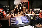 Foto: VidiPhoto<br /> <br /> IEPER - Het vernieuwde Flanders Fields Museum in Ieper trekt jaarlijks zo'n miljoen bezoekers. Het museum vertelt op een moderne en intereactieve wijze het verhaal van de Eerste Wereldoorlog (The Great War) in Vlaanderen. Ondanks tal van pogingen door de Duitsers, is Ieper nooit veroverd geweest. De stad werd wel volledig in puin geschoten tijdens de oorlogshandelingen van 1914-1918. In 2014 is het precies honderd jaar geleden dat de Eerste Wereldoorlog uitbrak. Wereldwijd kostte de Eerste Wereldoorlog aan meer dan 9 miljoen soldaten het leven.