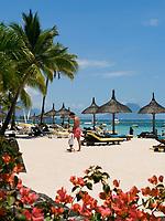 MUS, Mauritius, Black River, Flic en Flac: Strand des Sofitel Imperial Hotels  | MUS, Mauritius, Black River, Flic en Flac: beach at Sofitel Imperial Hotel