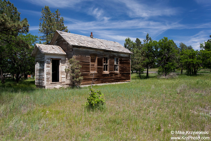 Old abandoned house in Bentonite Spur, WY