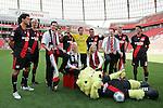 20.07.2010,  BayArena, Leverkusen, GER, 1.FBL, Bayer Leverkusen, Mannschaftsfoto, im Bild: Michael Ballack (Leverkusen #13), Simon Rolfes (Leverkusen #6), Patrick Helmes (Leverkusen #9), Eren Derdiyok (Leverkusen #19), Rene Adler (Leverkusen #1), Renato Augusto (Leverkusen #10), Simon Rolfes (Leverkusen #6) und Manuel Friedrich (Leverkusen #5) positionieren sich fuer einen Sponsor  Foto © nph / Mueller