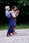 LE PETIT POUCET<br /> <br /> Cr&eacute;ation collective : Emmanuelle Laborit,<br /> Bachir Sa&iuml;fi et Val Tarri&egrave;re. <br /> Avec : Bachir Sa&iuml;fi et Val Tarri&egrave;re<br /> Date : 05/2013<br /> Cadre : Printemps de paroles<br /> Lieu : Parc culturel de Rentilly