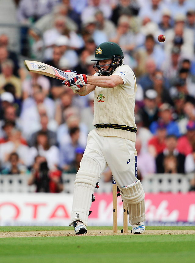Australia's Chris Rogers receives a short ball from England's Stuart Broad<br /> <br /> Photographer Ashley Western/CameraSport<br /> <br /> International Cricket - Investec Ashes Test Series 2015 - Fifth Test - England v Australia - Day 1 - Thursday 20th August 2015 - Kennington Oval - London<br /> <br /> &copy; CameraSport - 43 Linden Ave. Countesthorpe. Leicester. England. LE8 5PG - Tel: +44 (0) 116 277 4147 - admin@camerasport.com - www.camerasport.com
