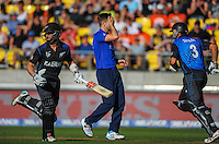 England bowler Chris Noakes holds his head as NZ's Kane Williamson (left) and Ross Taylor stroll to victory during the ICC Cricket World Cup one day pool match between the New Zealand Black Caps and England at Wellington Regional Stadium, Wellington, New Zealand on Friday, 20 February 2015. Photo: Dave Lintott / lintottphoto.co.nz