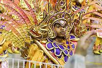 SAO PAULO, SP, 09 FEVEREIRO 2013 - CARNAVAL SP - DRAGOES DA REAL - Integrantes da escola de samba Dragoes da Real durante desfile no primeiro dia do Grupo Especial no Sambódromo do Anhembi na região norte da capital paulista, na madrugada deste sábado, 09.  (FOTO:LOLA OLIVEIRA/ BRAZIL PHOTO PRESS).