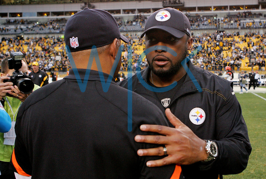 PITTSBURGH, PA - DECEMBER 04:  Head coach Mike Tomlin of the Pittsburgh Steelers talks with head coach Marvin Lewis of the Cincinnati Bengals following the game on December 4, 2011 at Heinz Field in Pittsburgh, Pennsylvania.  (Photo by Jared Wickerham/Getty Images)