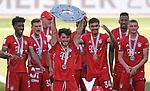 27.06.2020, Fussball: nph00001 1. Bundesliga 2019/2020, 34. Spieltag, VfL Wolfsburg - FC Bayern Muenchen, in der Volkswagen-Arena Wolfsburg. Siegerehrung nach dem Spiel: Der FC Bayern MŸnchen feiert den Gewinn der 30. Deutschen Meisterschaft. Alvaro Odriozola (mi., Bayern MŸnchen) mit der Schale<br /><br />Foto: Bernd Feil/M.i.S./ /Pool/nordphoto<br /><br />Nur fŸr journalistische Zwecke! Only for editorial use! <br /><br />GemŠ§ den Vorgaben der DFL Deutsche Fussball: nph00001 Liga ist es untersagt, in dem Stadion und/oder vom Spiel angefertigte Fotoaufnahmen in Form von Sequenzbildern und/oder videoŠhnlichen Fotostrecken zu verwerten bzw. verwerten zu lassen. DFL regulations prohibit any use of photographs as image sequences and/or quasi-video.    <br /><br />National and international NewsAgencies OUT.