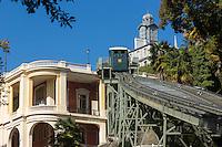 France, Aquitaine, Pyrénées-Atlantiques, Béarn, Pau: Le funiculaire  et le Le Pavillon des Arts //  France, Pyrenees Atlantiques, Bearn, Pau:   the funicular
