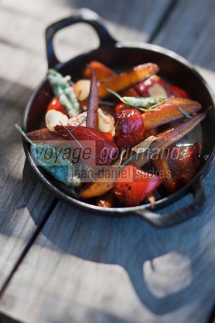 Europe/France/Provence-Alpes-Côte d'Azur/13/Bouches-du-Rhône/Env d'Arles/Le Sambuc: Légumes  bio confits à la sauge, recette d' Armand Arnal  du Restaurant Bio: La Chassagnette