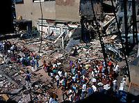 Milano 16 agosto 1989.Il Centro Sociale Leoncavallo dopo lo sgombero operato dalle forze di polizia..Foto Livio Senigalliesi.