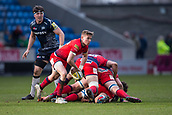 24th March 2018, AJ Bell Stadium, Salford, England; Aviva Premiership rugby, Sale Sharks versus Worcester Warriors; The sun shines upon Michael Dowsett of Worcester Warriors as he passes the ball