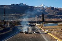 Val di Susa: un attivista no tav presidia il blocco autostradale sull'A32 Torino-Bardonecchia all'uscita di Chianocco.....
