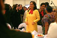 Rigoberta Menchu Tum dicta ponencia a mujeres queretanas