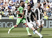 Calcio, Serie A: Juventus vs Crotone. Torino, Juventus Stadium, 21 maggio 2017.<br /> Juventus&rsquo; Mario Mandzukic, center, in action during the Italian Serie A football match between Juventus and Crotone at Turin's Juventus Stadium, 21 May 2017. Juventus defeated Crotone 3-0 to win the sixth consecutive Scudetto.<br /> UPDATE IMAGES PRESS/Isabella Bonotto