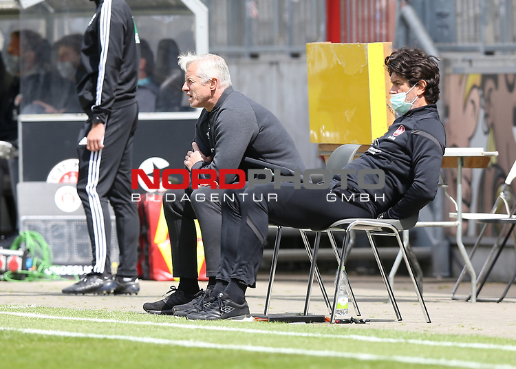 nph00001  17.05.2020 --- Fussball --- Saison 2019 2020 --- 2. Fussball - Bundesliga --- 26. Spieltag: FC Sankt Pauli - 1. FC Nürnberg ---  DFL regulations prohibit any use of photographs as image sequences and/or quasi-video - Only for editorial use ! --- <br /> <br /> Jens Keller (Trainer Cheftrainer Coach 1. FC Nürnberg ) Thomas Stickroth (Co-Trainer 1. FC Nürnberg )  <br /> <br /> Foto: Daniel Marr/Zink/Pool//via Kokenge/nordphoto