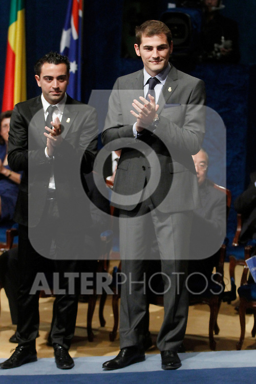 OVIEDO, Spain (22/10/2010).-  Prince of Asturias Awards 2010 Ceremony. Xavi Hernandez and Iker Casillas (sports award)..Photo: POOL / Robert Smith  / ALFAQUI