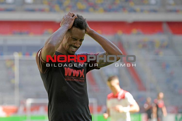 Noah Joel SARENREN BAZEE (FC Augsburg),<br />enttaeuscht,frustriert,niedergeschlagen,<br /><br />Fussball 1. Bundesliga, 33.Spieltag, Fortuna Duesseldorf (D) -  FC Augsburg (A), am 20.06.2020 in Duesseldorf/ Deutschland. <br /><br />Foto: AnkeWaelischmiller/Sven Simon/ Pool/ via Meuter/Nordphoto<br /><br /># Editorial use only #<br /># DFL regulations prohibit any use of photographs as image sequences and/or quasi-video #<br /># National and international news- agencies out #