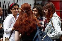 SÃO PAULO, 30 DE AGOSTO 2012 - ELEICOES 2012 - SONINHA FRANCINE - SP - Soninha do PPS faz campanha na Av Paulista na tarde dessa quinta-feira, 30 - FOTO LOLA OLIVEIRA - BRAZIL PHOTO PRESS