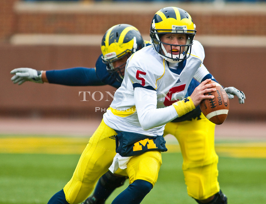 Michigan quarterback Tate Forcier (5) scrambles with the ball during the Wolverines' spring football game, Saturday, April 17, 2010, in Ann Arbor, Mich. (AP Photo/Tony Ding)