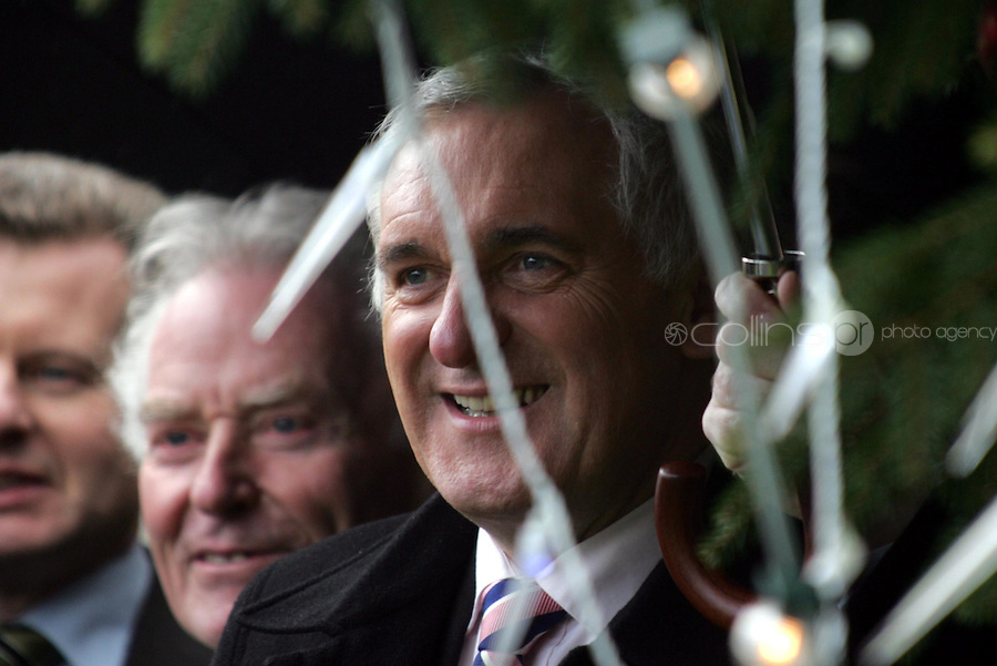 07/12/06 Taoiseach Bertie Ahern and Ceann Comhairle, Rory O'Hanlon pictured at the lighting up of the Dail Christmas Tree in the garden of the Dail this afternoon...Picture Collins,Dublin, Colin Keegan.