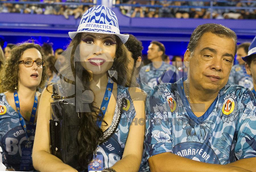 RIO DE JANEIRO, RJ, 17.02.2015 - CARNAVAL 2015 - RIO DE JANEIRO - GRUPO ESPECIAL / BEIJA-FLOR- Atriz Ana Carolinas Dias no camarote da Antartica assistindo a escola de samba Beija-Flor durante desfile do grupo Especial do Carnaval do Rio de Janeiro, na madrugada desta terça-feira (16). ( Foto: Paulo Lisboa / Brazil Photo Press).