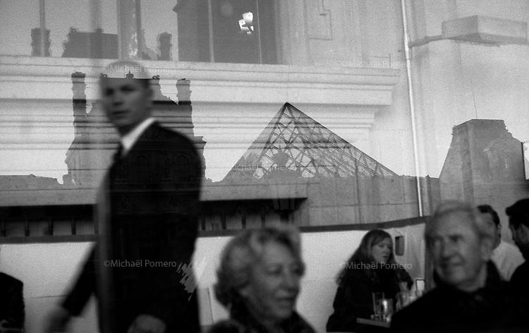 Paris (&icirc;le de france)<br /> <br /> Restaurant du louvre.<br /> <br /> Louvre restaurant.