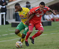 IBAGUE - COLOMBIA -30 -09-2016: Dainer Mera (Izq.) jugador de Atletico Huila disputa el balón con Yorman Mera (Der.) jugador de Fortaleza C.E.I.F, durante partido entre Atletico Huila y Fortaleza C.E.I.F, por la fecha 15 de la Liga Aguila II 2016 en el estadio Manuel Murillo Toro de Ibague. / Dainer Mera (L), player of Atletico Huila vies for the ball with Yorman Mera (R) player of Fortaleza C.E.I.F, during a match between Atletico Huila and Fortaleza C.E.I.F, for the date 15 of the Liga Aguila II 2016 at the Manuel Murilo Toro Stadium in Ibague city. Photo: VizzorImage  / Juan C Escobar / Cont.