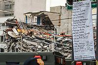 Lista de personas rescatadas del edificio de la colonia Álvaro Obregón #286, esperan noticas del rescate durante esta mañana 22 sep 2017 en #CiudadDeMexico #terremoto Foto: Luis Gutierrez/NortePhoto.com<br /> •••• #sismo #terremoto #terremotoMexico #mexico #nortephoto #photojurnalism