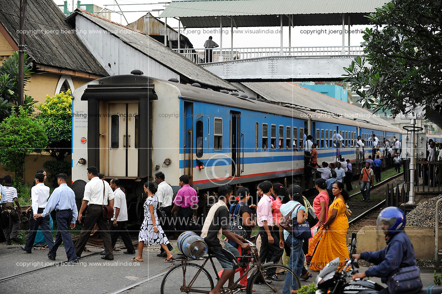 SRI LANKA Colombo, railway station and crossing